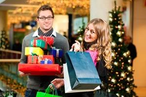 Consumer spending expected to pick up this holiday season